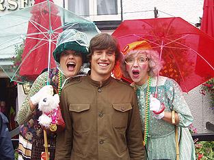 Vernon Kay and the hilarious Supergrans!